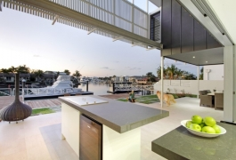 18 Teppanyaki Bar, Outdoor Dining and Living, view to the North